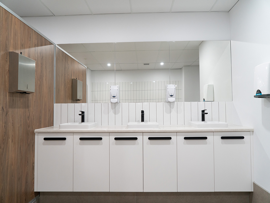 rivergate marina murrarie raw commercial fitouts